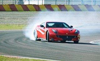 Xe++ - Siêu xe triệu USD Ferrari F12tdf cháy rụi trên đường cao tốc tại Đức