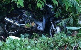 Pháp luật - Hà Nội: Nạn nhân nghi bị tai nạn giao thông bất ngờ chui ra từ bụi chuối