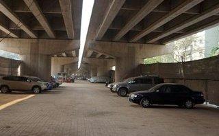 Góc nhìn luật gia - Cấm người dân ở, mở bãi đỗ xe dưới gầm cầu từ 1/12/2017