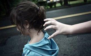 Góc nhìn luật gia - Hình phạt nào cho kẻ bệnh hoạn đưa bé gái 200 nghìn để xem bộ phận 'nhạy cảm'?