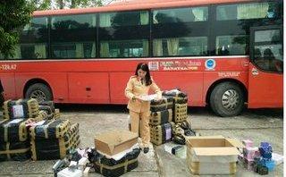 An ninh - Hình sự - Bắt xe khách chở hàng nghìn chai nước hoa không giấy tờ