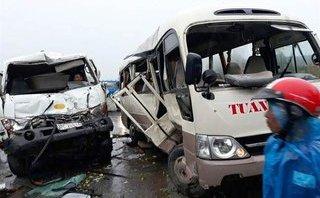 Chính trị - Xã hội - Xe bồn chở xăng đâm ô tô khách, 5 người nhập viện cấp cứu