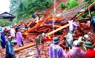 Chính trị - Xã hội - Núi lở do lũ, nhà sàn tiền tỷ ở Nghệ An bị đè sập
