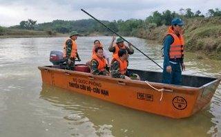 Xã hội - Bơi qua sông tìm trâu, người đàn ông bị lũ cuốn mất tích