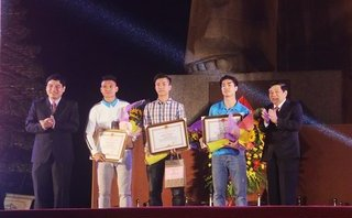 Bóng đá Việt Nam - 'Biển' người hò reo tại buổi lễ vinh danh các cầu thủ U23 xứ Nghệ