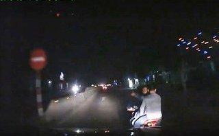 """An ninh - Hình sự - Điều tra nhóm thanh niên """"truy sát"""" chặn đầu, đập phá ô tô trên QL1A"""