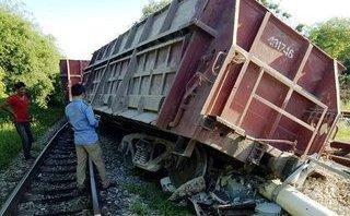 Tin nhanh - Lại xảy ra tai nạn đường sắt, 2 toa tàu văng khỏi đường ray