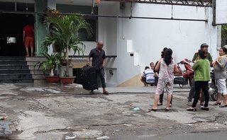 Mới- nóng - Clip: Người nước ngoài kéo vali bỏ chạy khi khách sạn bị cháy