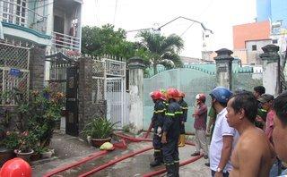 Chính trị - Xã hội - Cháy nhà, cô gái liều mạng nhảy từ tầng 2 xuống đất thoát thân