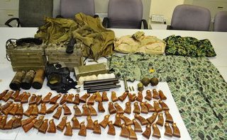 Pháp luật - Phát hiện nhiều vũ khí trong hành lý của du khách tại sân bay Tân Sơn Nhất