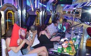 An ninh - Hình sự - Đột kích quán karaoke phát hiện nhiều thanh niên 'mở tiệc' ma túy