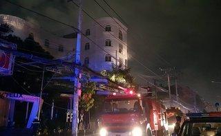 Tin nhanh - Quán karaoke bốc cháy, nhiều người mắc kẹt được giải cứu