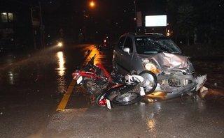 Tin nhanh - 'Xe điên' tông nhiều xe máy, 6 công nhân bị thương nặng