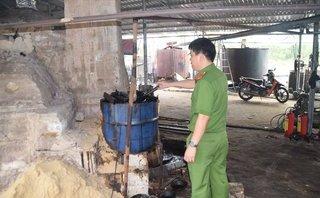 An ninh - Hình sự - Bộ Công an bắt cơ sở chuyên sản xuất dầu nhớt tái chế