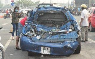 Tin nhanh - Ô tô tông nhau liên hoàn trên đại lộ, nhiều người may mắn thoát chết