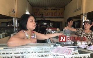 Mới- nóng - Clip: Chủ tiệm vàng thuật lại vụ cướp táo tợn xảy ra trong đêm ở Bình Dương