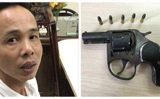 An ninh - Hình sự - Bắt 'ông trùm' ổ cờ bạc luôn mang theo súng