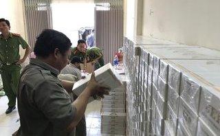 An ninh - Hình sự - Đột kích cơ sở chứa 16.000 gói thuốc lá lậu