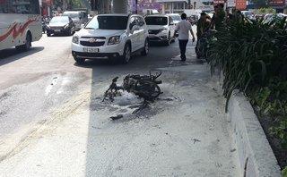 Tin nhanh - Đi ngược chiều bị CSGT thổi phạt, nam thanh niên đốt trụi xe máy
