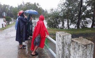 Xã hội - Đi làm về, người phụ nữ bị nước cuốn trôi mất tích
