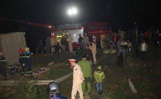 Xã hội -  Container lật nghiêng trên đường, 2 phụ nữ chết thảm trong đêm