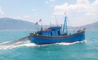 Huế: Thả lưới bằng máy, ngư dân rơi xuống biển tử vong