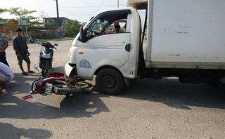 Tin nhanh - Huế: Va chạm giữa xe máy và ô tô tải, nam thanh niên nhập viện