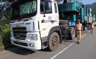 An ninh - Hình sự - Huế: Tiếp tục xuất hiện 2 xe chở hàng 'khủng' vượt mức cho phép