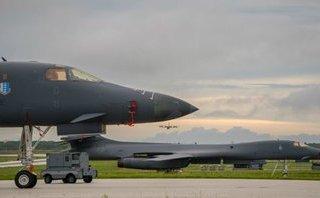 Quân sự - B1-B Mỹ bay qua bán đảo Triều Tiên trước khi TT Trump công du châu Á