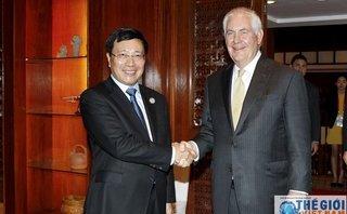 Tiêu điểm - Phó Thủ tướng, Bộ trưởng Phạm Bình Minh gặp Ngoại trưởng Hoa Kỳ Rex Tillerson