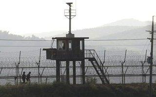 """Tiêu điểm - Hàn Quốc triển khai tên lửa """"thần sầu"""" diệt trận địa pháo"""