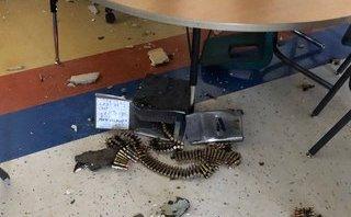 Tiêu điểm - Trực thăng quân đội Mỹ thả nhầm thùng đạn làm thủng mái trường học ở Texas
