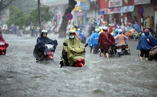 Video - Clip: Nhiều tuyến phố Hà Nội ngập nặng sau mưa lớn