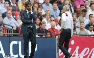 Wenger và Conte rủ nhau biện minh sau thất bại muối mặt