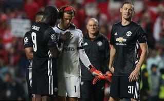 """Mourinho yêu cầu học trò """"đánh tâm lý"""" Mile Svilar"""