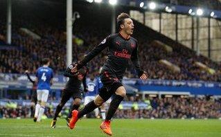 Bóng đá Quốc tế - Ozil bỗng nhiên hồi phong độ, Wenger tâng bốc lên mây