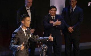 Bóng đá Quốc tế - Clip: Khoảnh khắc Ronaldo trở thành cầu thủ xuất sắc nhất năm 2017