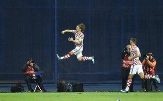 Bóng đá Quốc tế - Play off World Cup: Croatia, Thụy Sỹ dắt tay nhau ăn mừng