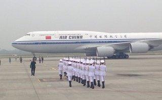 Mới- nóng - Clip: Chuyên cơ chở ông Tập Cận Bình đáp xuống sân bay Nội Bài