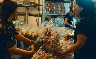 Mới- nóng - [Chùm ảnh] Chợ hoa đêm nhộn nhịp trước ngày 20/11
