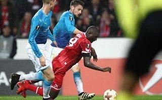 Europa League: Arsenal chắc suất đi tiếp dù thua sốc