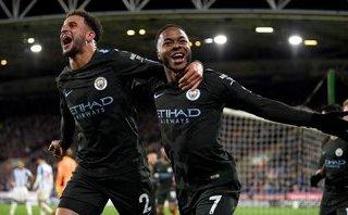 Bóng đá Quốc tế - Sterling ghi bàn bằng đầu gối, Man City nhọc nhằn lập 2 siêu kỷ lục