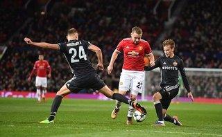Bóng đá Quốc tế - MU thắng trận, Luke Shaw lại khiến Mourinho đau đầu