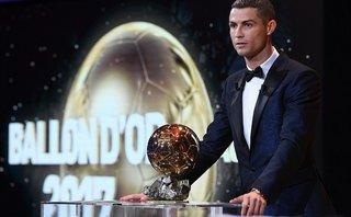 Clip: Màn xuất hiện hoành tráng của Ronaldo cùng Quả bóng vàng 2017