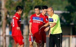 """Clip: HLV Park Hang-seo """"ăn gian"""" khi đá ma với các cầu thủ U23 Việt Nam"""