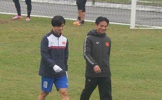 Bóng đá Việt Nam - Công Phượng ngồi ngoài, U23 Việt Nam đóng cửa tập kín