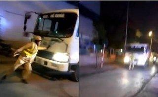 An ninh - Hình sự - Tạm giữ hình sự tài xế trong clip xe tải xe tải lao thẳng vào CSGT Hà Nội