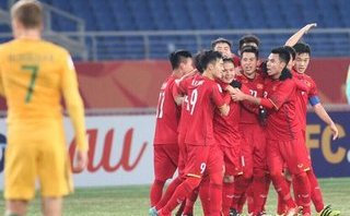 Clip: U23 Việt Nam ăn mừng trong phòng thay đồ và lời cảm ơn đầy cảm xúc của Quang Hải
