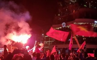 Bóng đá Việt Nam - Clip: Cảnh ăn mừng cuồng nhiệt của NHM sau chiến tích của U23 Việt Nam