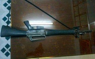 An ninh - Hình sự - Tạm giam tài xế taxi tàng trữ vũ khí quân dụng